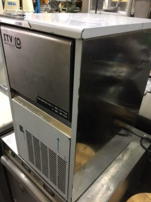 ITV NDP 55 44lb Capacity Countertop Ice Maker Side